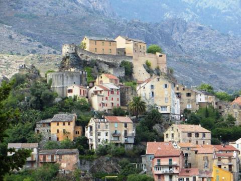 The citadel dominating the town of Corte