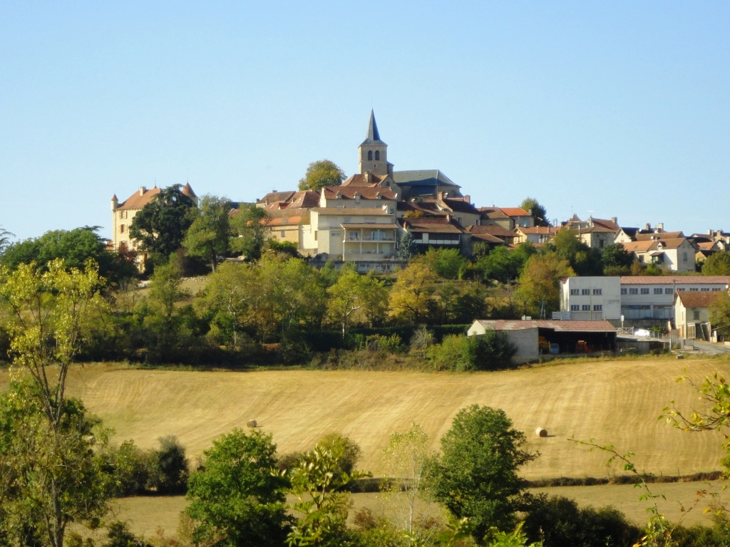 Parisot perched on its hill